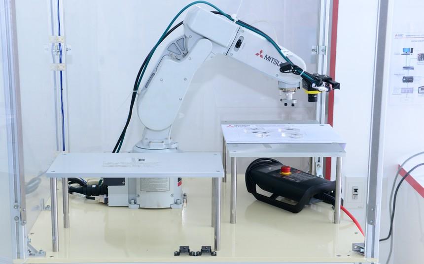 cánh tay robot mitsubishi